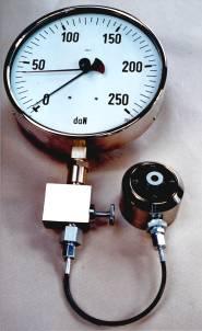 Hydraulische Kraftmessdose 250 daN Druck mit Drosselrückschlagventil und Meßleitung. Genauigkeit Klasse 0.6